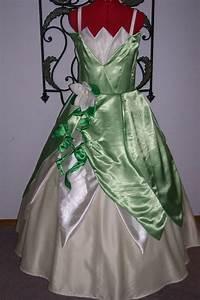 Deguisement Princesse Disney Adulte : robe de princesse disney adulte ~ Mglfilm.com Idées de Décoration