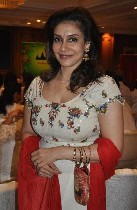 Lissy Priyadarshan Hot In Churidar Veethi