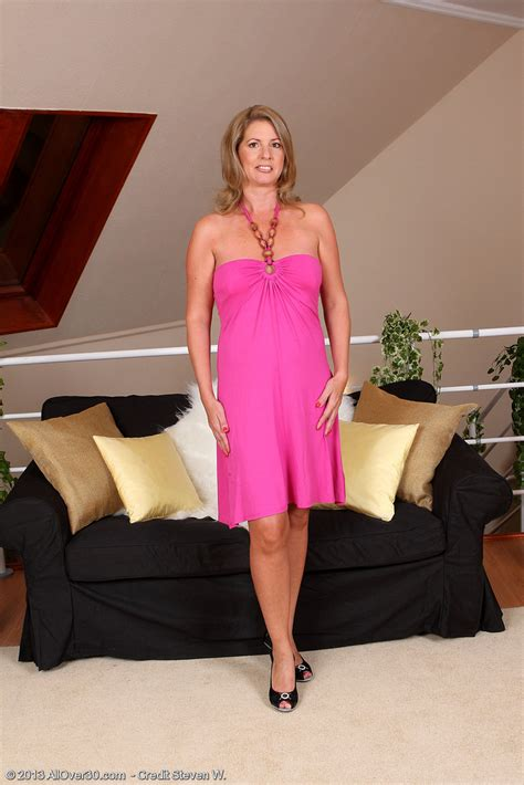 Sexy And Elegant Laura G Slides Off Her Pink Gown And