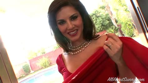 Hot Bollywood Actress Sunny Leone In A Red Sari Youtube