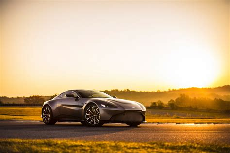 New Aston Martin Vantage Combines Supermodel Looks With