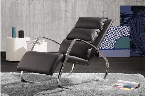 chaise a bascule design chaise à bascule design noir olvi design sur sofactory