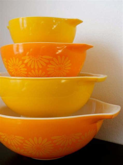 vintage pyrex pc orange daisy cinderella mixing bowl set
