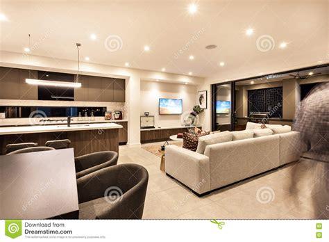 la cuisine de a à z intérieur de luxe de maison avec le salon et la cuisine