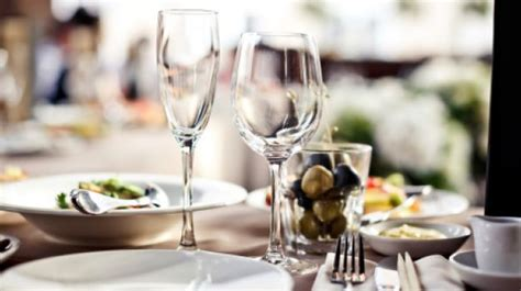 the fine dining guide basic restaurant etiquette one the fine dining guide basic restaurant etiquette one