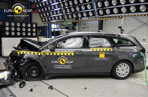 siege auto crash test 2014 euroncap announces crash test scores for land rover