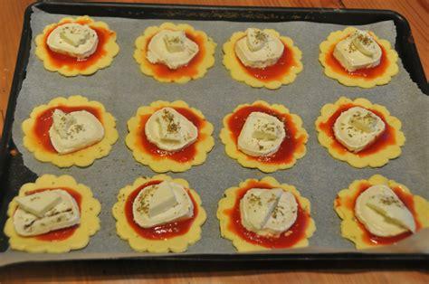 mini pizzas feuilletees au fromage chevre et mozza magourmande