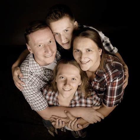 ideen für familienfotos familienfoto zu viert familienfotos familienfotos fotoshooting und fotoideen