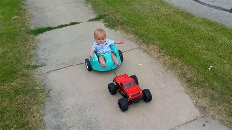 siege bebe bumbo promener un bébé avec une voiture rc