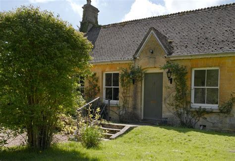 Cottages To Rent Uk by Jigsaw Holidays Cotswold Cottages Introduces Lakeside