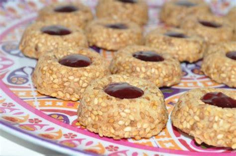 les recettes de la cuisine de asmaa sablés aux graines de sésame de benberim les recettes de