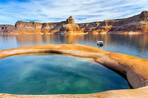 Exploring Lake Powell by Houseboat Departures