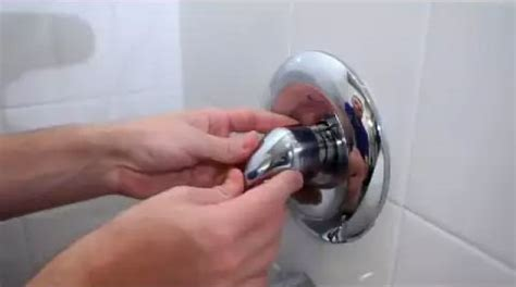 fix  leaky single handle tubshower faucet danco