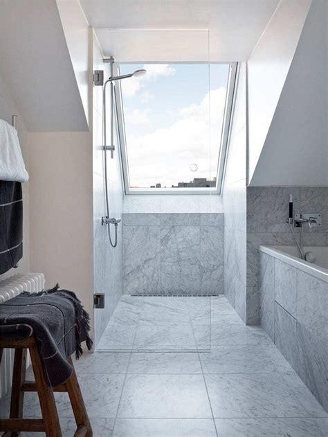 Mit Dachschräge by Ebenerdige Dusche Mit Glaswand Unter Dem Dachfenster