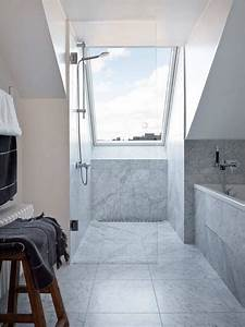 Bad Mit Dachschräge Dusche : ebenerdige dusche mit glaswand unter dem dachfenster haus pinterest ebenerdige dusche ~ Bigdaddyawards.com Haus und Dekorationen