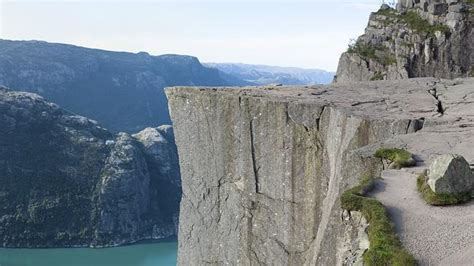 Norway hiker Fred Sirevag sees baby photographed close to ...