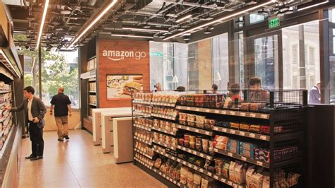 amazon planning  open  flagship  store  london