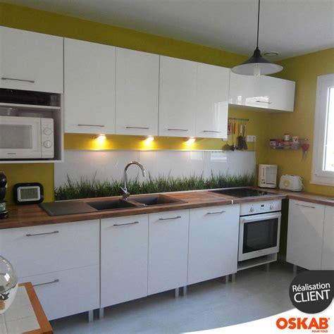 cuisine blanche et jaune cuisine design blanche et bois nature et vitaminée