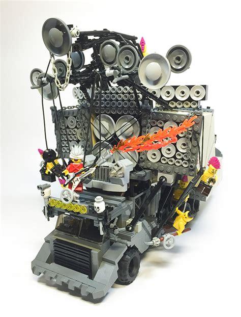 qu est ce que le mad鑽e en cuisine le guitariste fou au lance flammes de mad max en lego ça donne ça pigsou mag