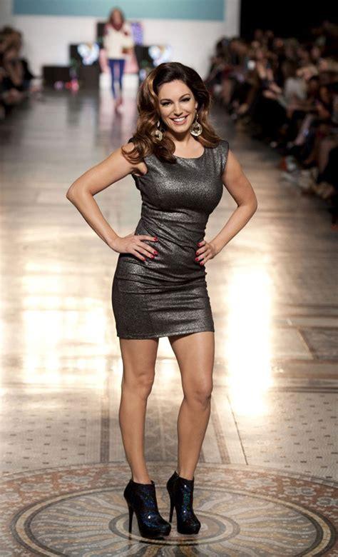 kelly brook    fashion show  london hawtcelebs