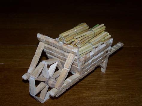 bricoler avec des pinces 224 linge en bois