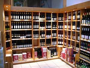 Eclairage Basse Tension : cave bouteilles debout eclairage basse tension ~ Edinachiropracticcenter.com Idées de Décoration