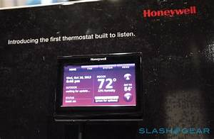 Honeywell Wifi Smart Thermostat With Voice Control Hands
