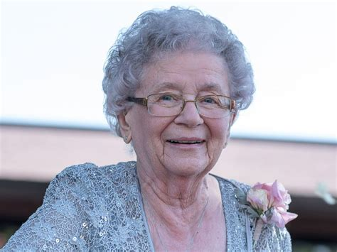 grandmother in 92 year old grandma shines as flower girl in granddaughter s wedding abc news