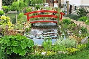 27 idees pour le bassin de jardin preforme hors sol With pont pour bassin de jardin