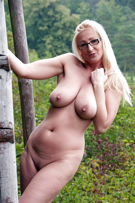 Polish German Milf Slut Alina Nude In The Forrest 321