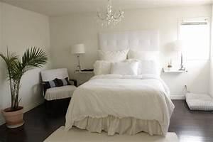Brighten the bedroom with bedroom chandeliers sweet for Chandeliers in bedrooms