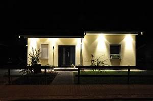 Außenbeleuchtung Haus Led : spots im dachkasten fotos kosten f r licht im ~ Lizthompson.info Haus und Dekorationen