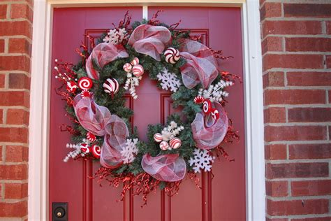 decorating with wreaths how to decorate a christmas wreath with mesh ribbon