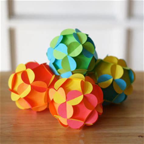 fabriquer deco noel papier crepon visuel 3
