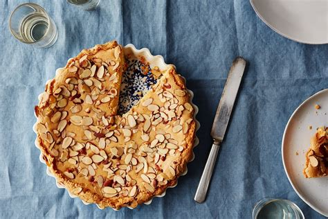 In a large mixing bowl, mix oil, brown sugar, and granulated sugar until well combined. Easy Almond Coffee Cake Recipe