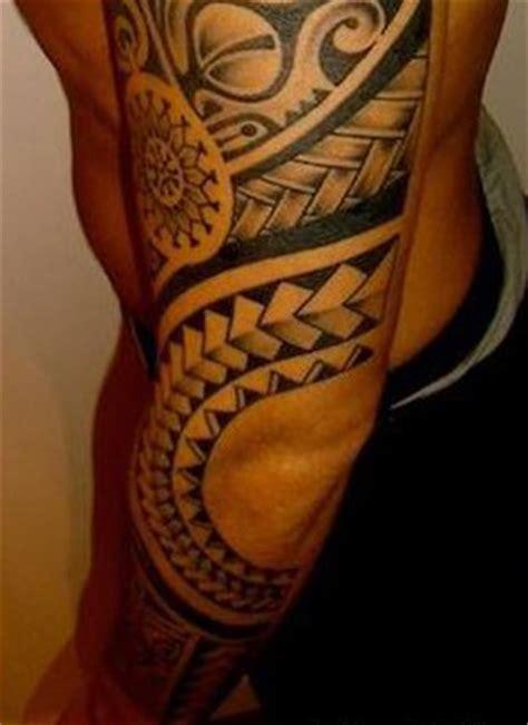 tatouage homme coude