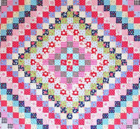 trip around the world quilt pattern helen philipps trip around the world quilt