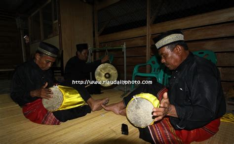 gendang silat bengkalis riau daily photo