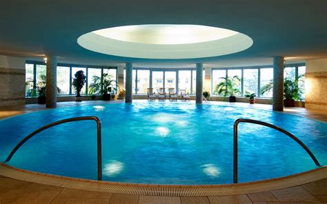 Best Hotel Pools For Families Awesome Big Houses With