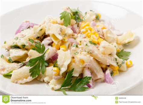 plan rapproch 233 de salade de p 226 tes de ma 239 s doux de thon photo stock image 46693448