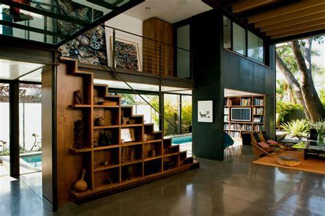sous le bureau aménager l 39 espace vide sous l 39 escalier 30 idées très