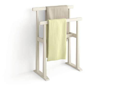 porte serviette bois mural 233 chelle ou sur pied en 45 id 233 es