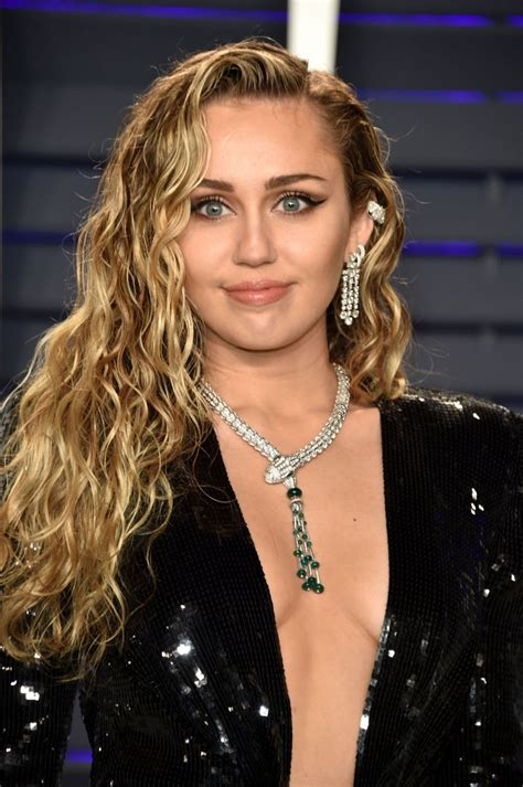 Miley Cyrus At 2019 Vanity Fair Oscar Party in Beverly ...