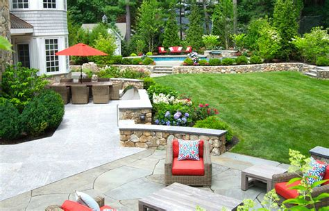 small yard patio front entry plants  landscaping