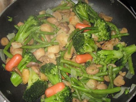 cuisiner l aubergine à la poele poêlée de légumes préparation express