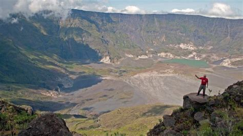 promo wisata taklukkan kawah gunung tambora  indonesia