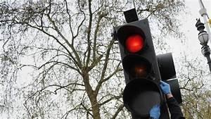 Feu Rouge Radar : perpignan oblig e de griller un feu rouge elle perd son permis ~ Medecine-chirurgie-esthetiques.com Avis de Voitures