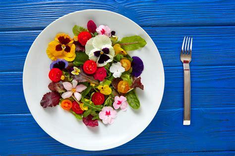 comment cuisiner avec des fleurs comestibles