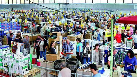 andrang beim baumarkt resteverkauf solingen