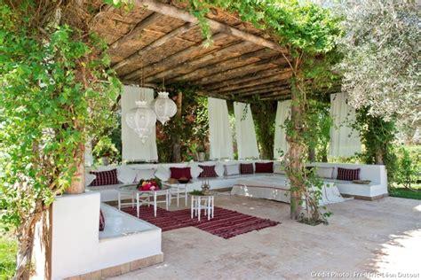 une maison conviviale et fleurie au maroc